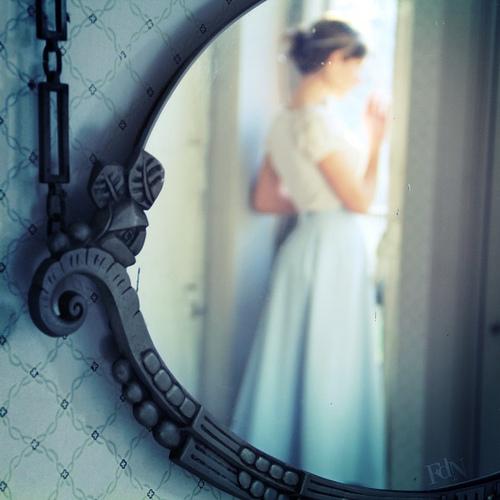 Aux nouvelles que j'apporte photo miroir femme